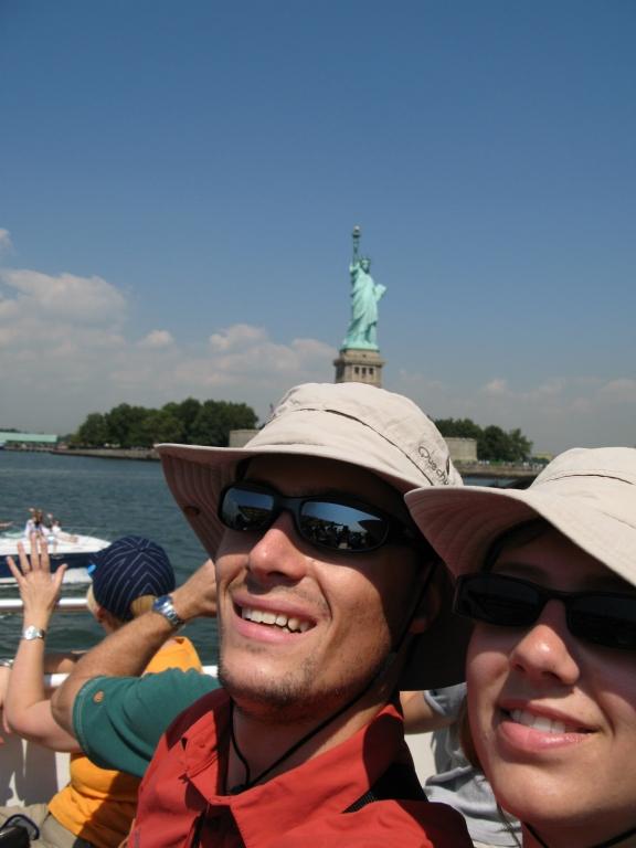 2613a2b3b3 Le tour est vraiment sympa, nous nous sommes installés sur le pont et le  soleil est à peine supportable! Heureusement que l'on a nos chapeaux!